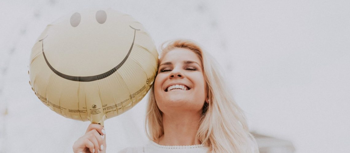 happy-woman-balloon